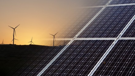Wind trubine, solar panels. Photo: Pixabay